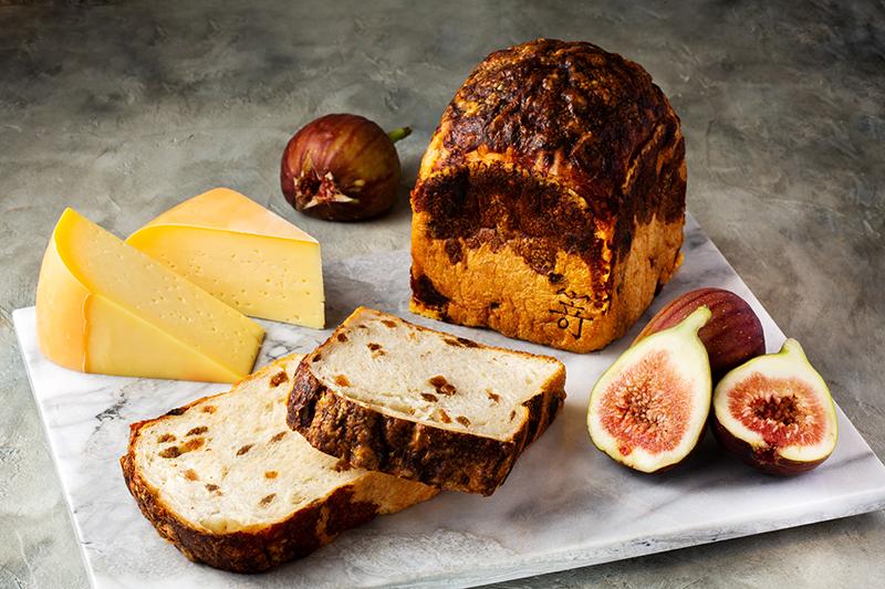 白いちじくとゴーダチーズの食パンのイメージ写真